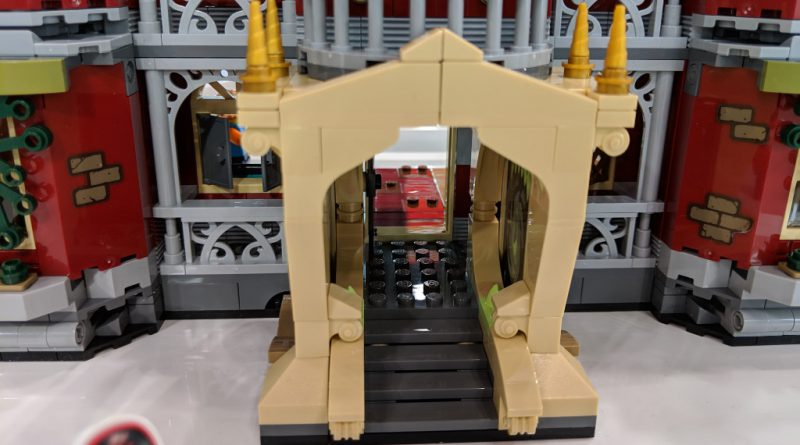 LEGO Hidden Side 70425 High School 2 800x445