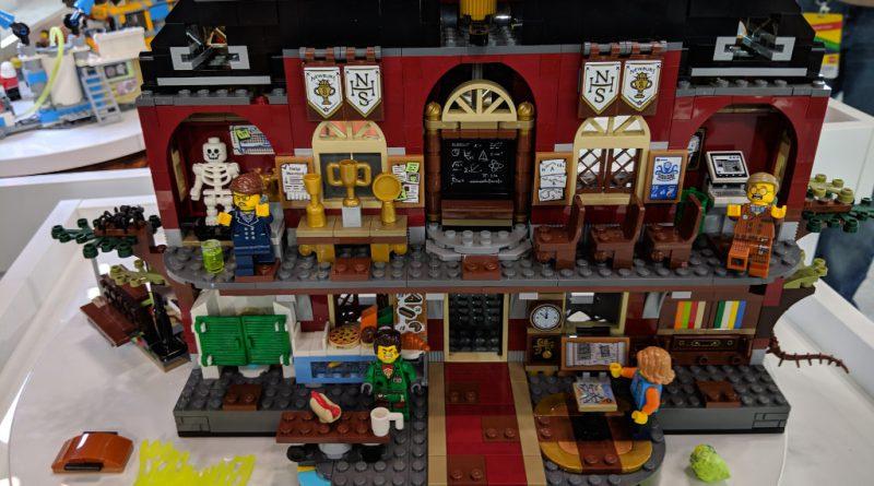 LEGO Hidden Side 70425 High School 3 800x445