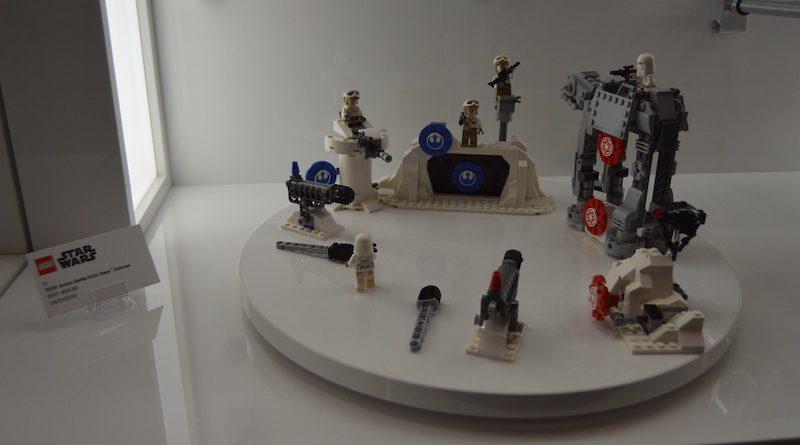 LEGO Star Wars 75241 Action Battle Echo Base 3 800x445