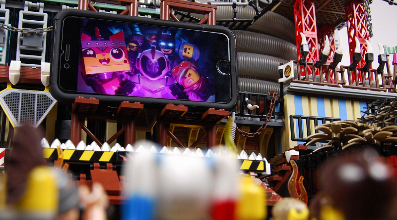 The LEGO Movie 2 Premiere Mobile Phone Screen Featured 800 445