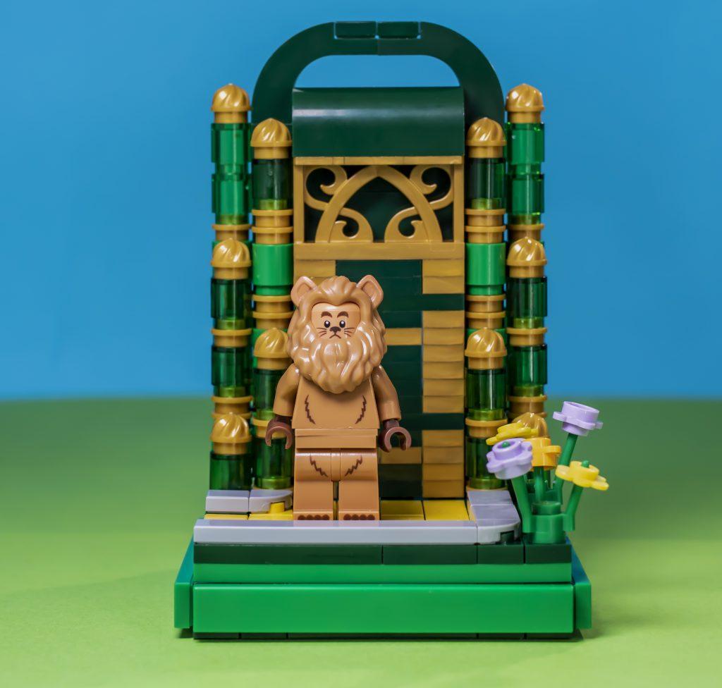 Lion Vignette Square 1024x976