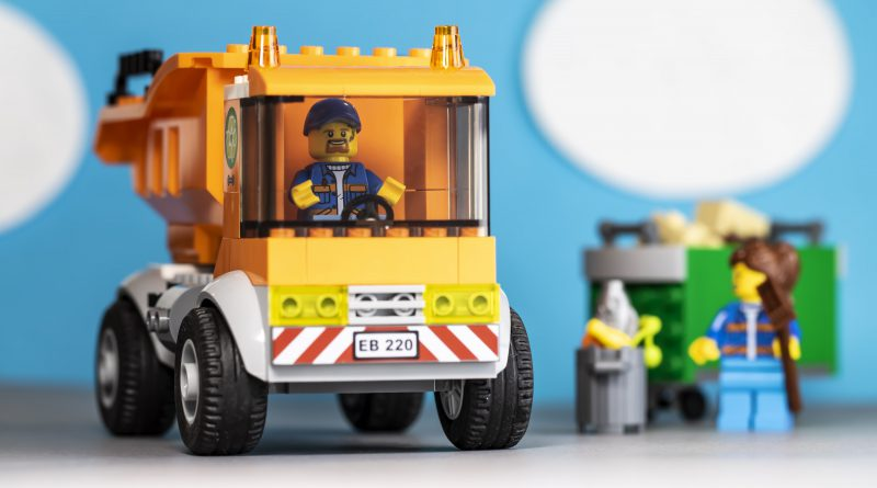 LEGO City 60220 Garbage Truck review