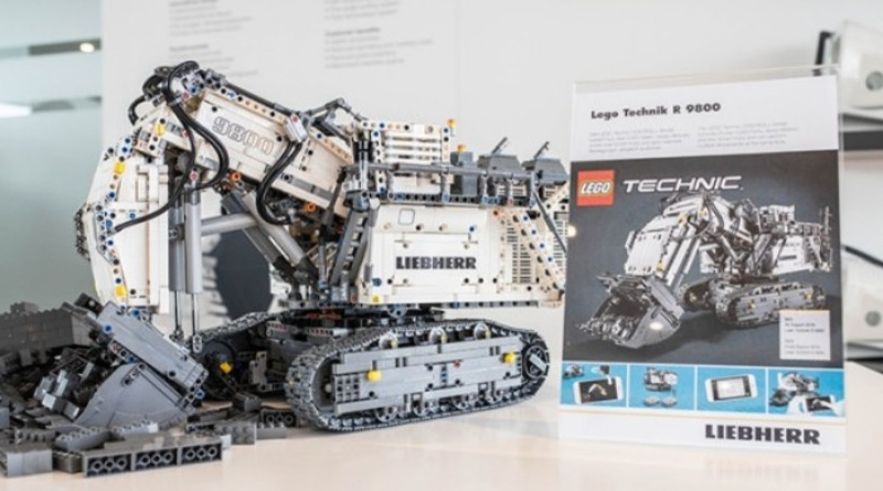 42100 Technic Featured