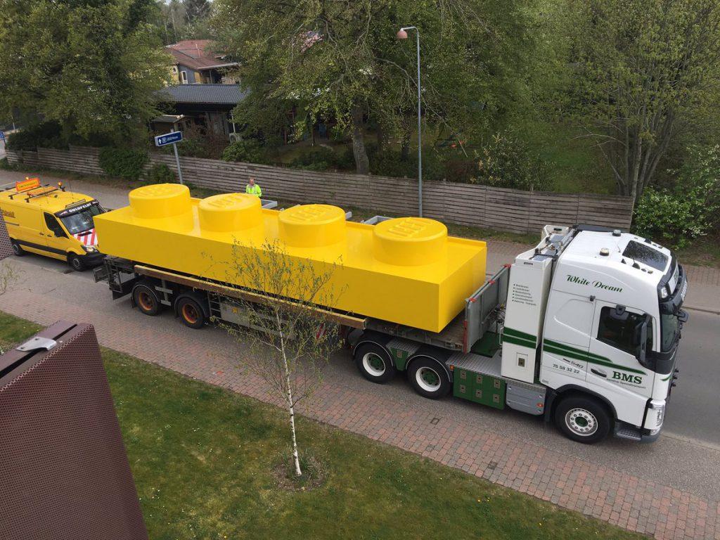 LEGO Brick Giant Truck 1024x768