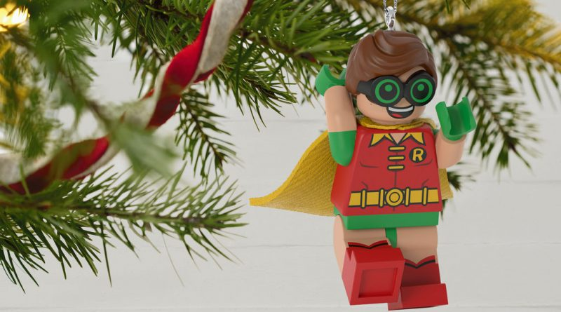 The LEGO Batman Movie LEGO Robin Ornament 2 800x445