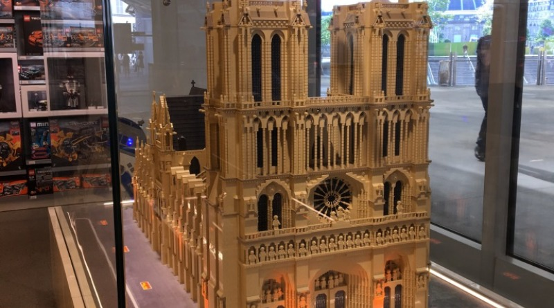 Lego Notre Dame Featured