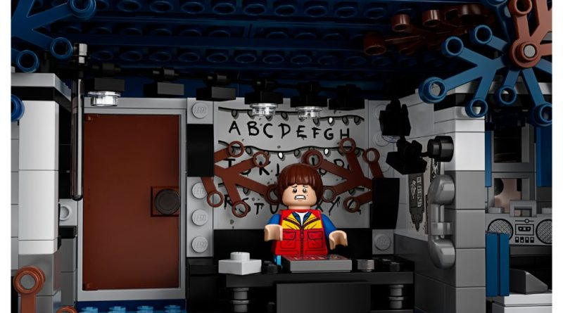 LEGO Stranger Things 75810 The Upside Down 40 800x445