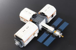 LEGO CITY Space 60227 Lunar Space Station Review 2 300x200