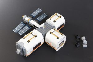 LEGO CITY Space 60227 Lunar Space Station Review 3 300x200