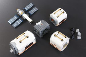 LEGO CITY Space 60227 Lunar Space Station Review 4 300x200