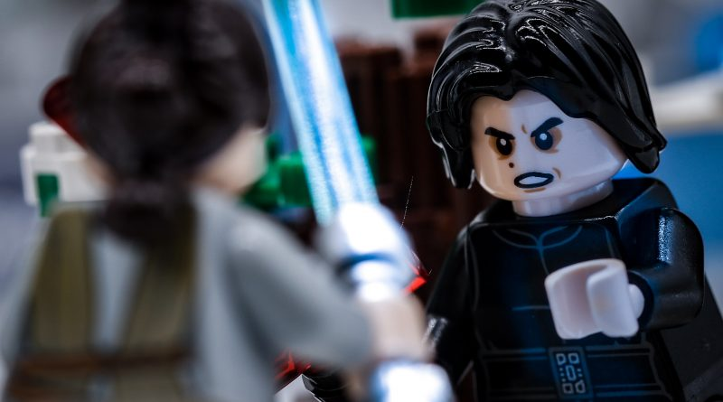 LEGO Star Wars 75236 Duel On Starkiller Base review