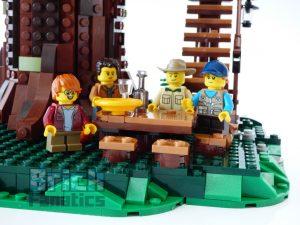 21318 Tree House minifigures