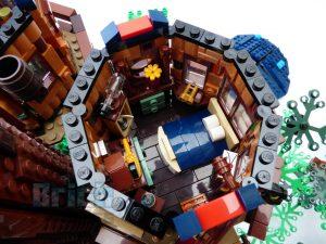 21318 Tree House inside