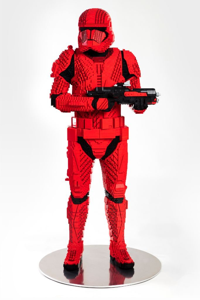 LEGO Star Wars Sith Trooper Statue 3 683x1024