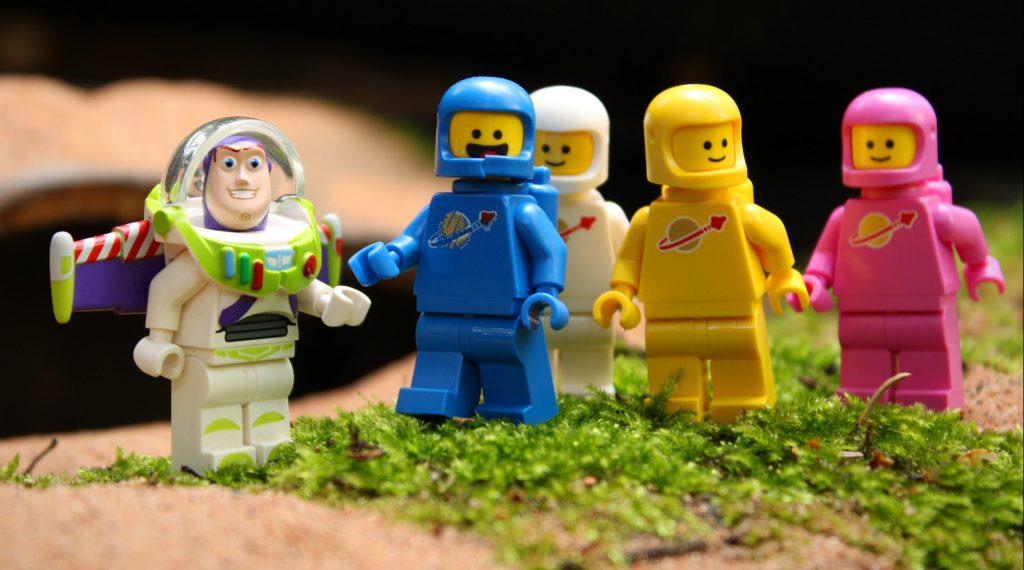 Brick Pic Buzz Spacemen Featured 800 445