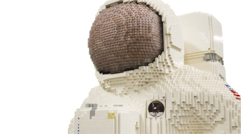 LEGO BRICKLIVE Outer Space Featured 800 445