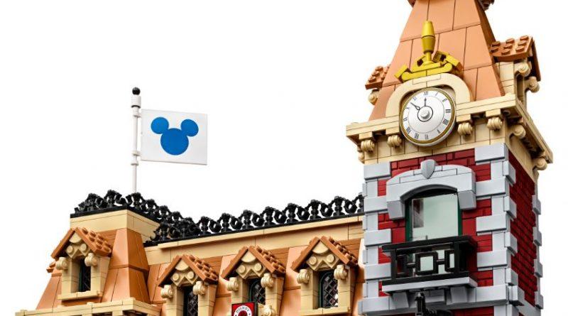 LEGO Disney 71044 Disney Train And Station 23 800x445