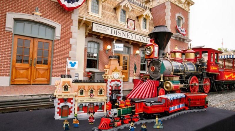 LEGO Disney 71044 Disney Train And Station 31 800x445