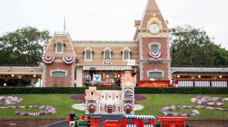 LEGO Disney 71044 Disney Train And Station 32 800x445
