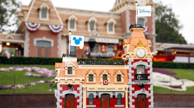 LEGO Disney 71044 Disney Train And Station 34 800x445
