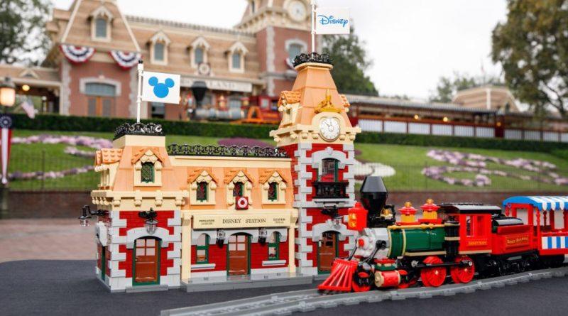 LEGO Disney 71044 Disney Train And Station 35 800x445
