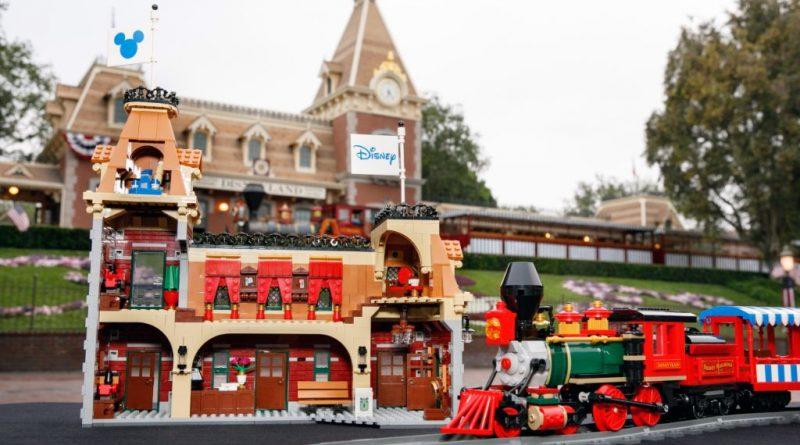 LEGO Disney 71044 Disney Train And Station 36 800x445