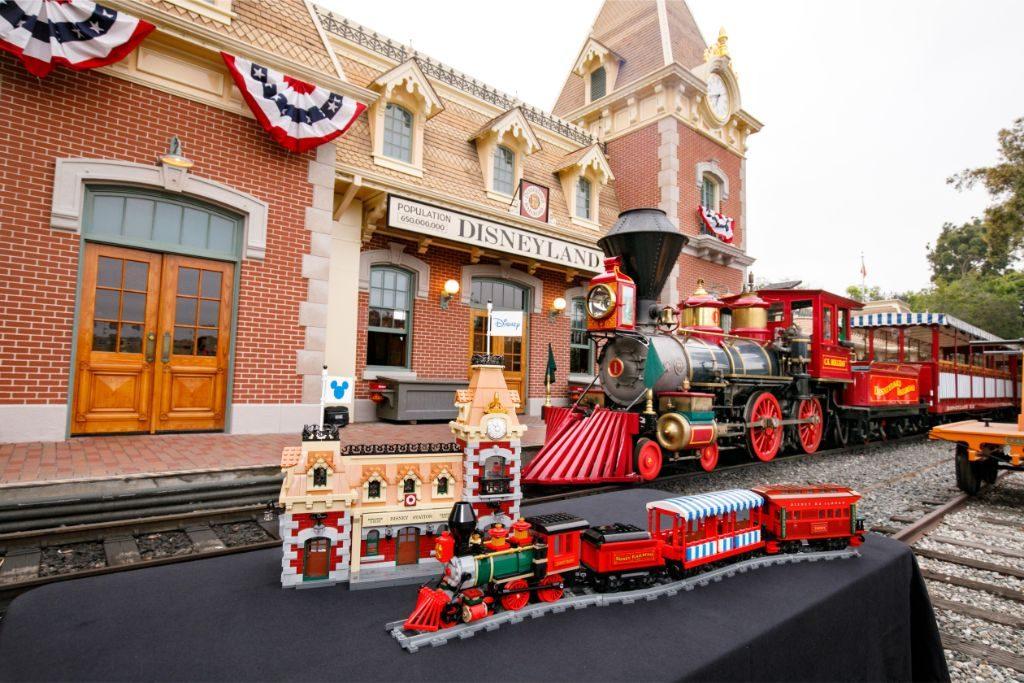 LEGO Disney 71044 Disney Train and Station 39