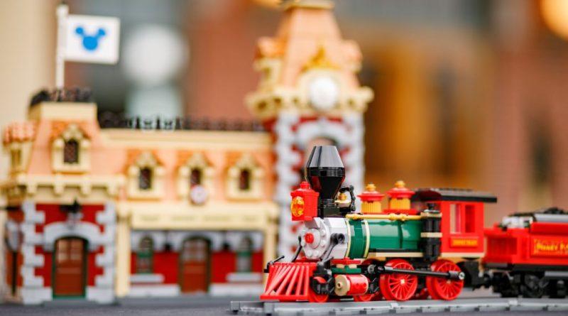 LEGO Disney 71044 Disney Train And Station 42 800x445