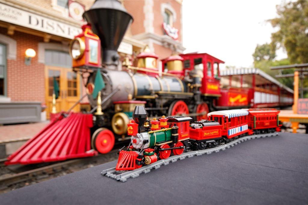 LEGO Disney 71044 Disney Train and Station 44