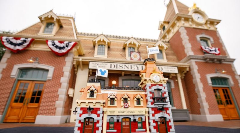 LEGO Disney 71044 Disney Train And Station 45 800x445