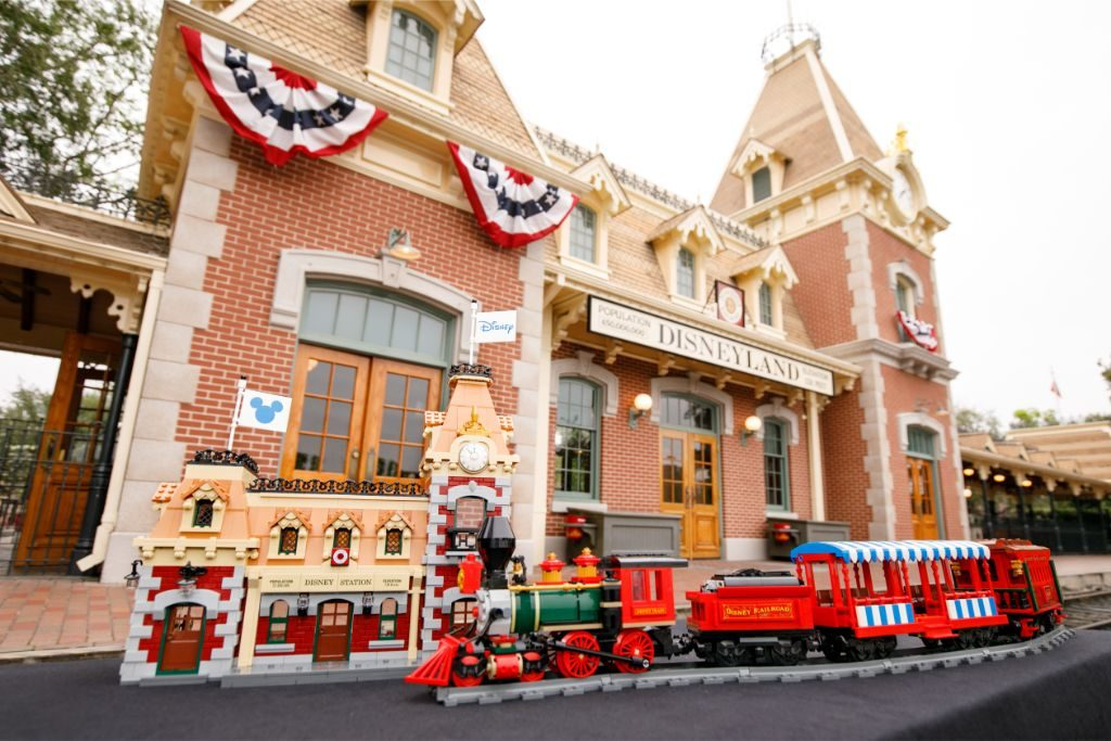 LEGO Disney 71044 Disney Train And Station 46 1024x683