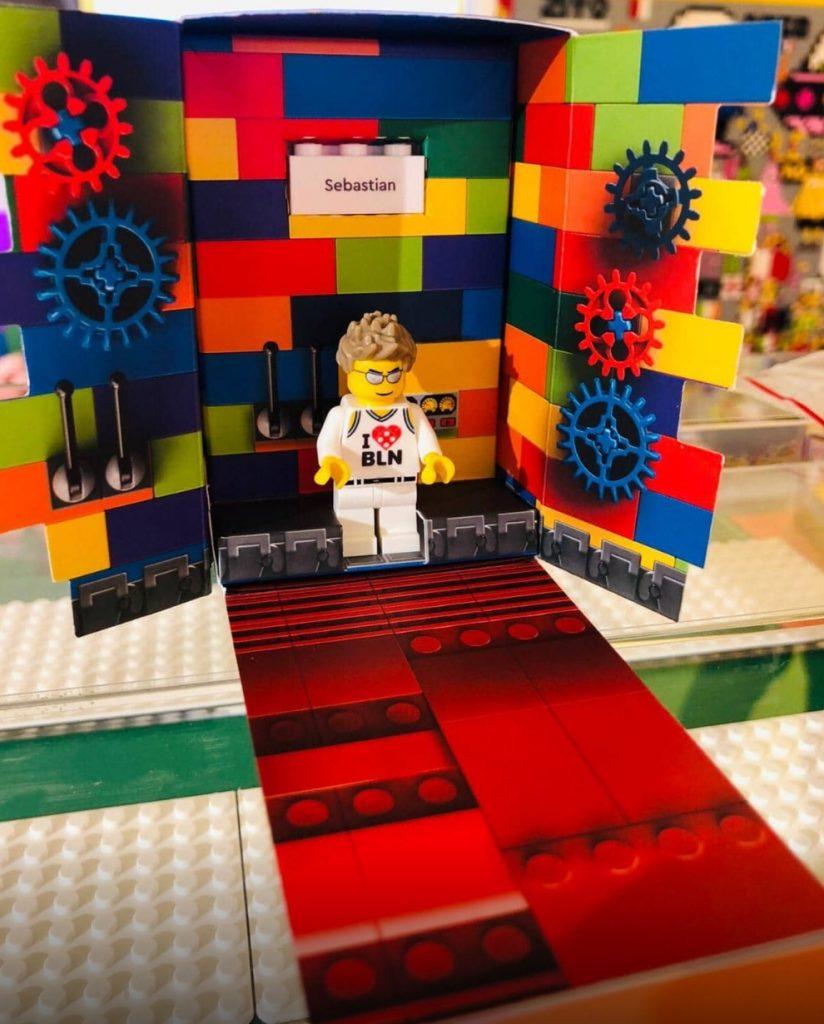 LEGO Minifigure Factory 824x1024