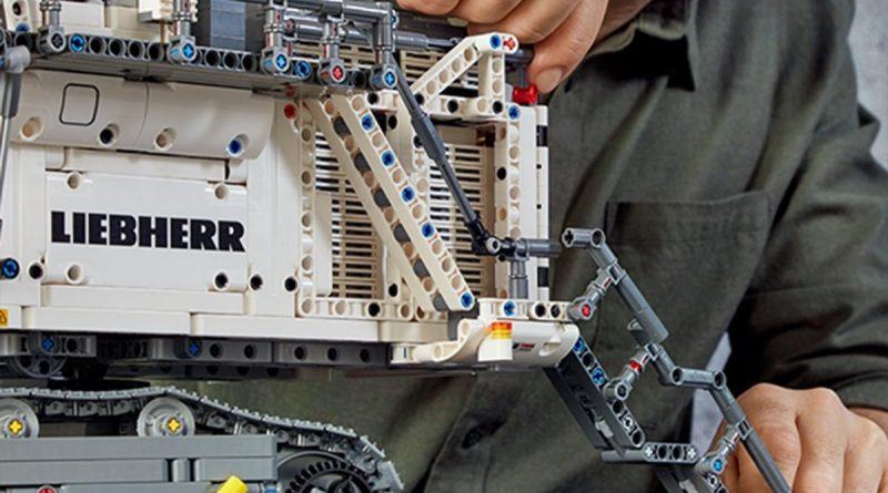 LEGO Technic Liebherr R 9800 Excavator 10 800x445