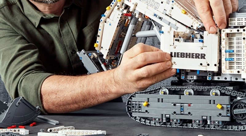 LEGO Technic Liebherr R 9800 Excavator 9 800x445