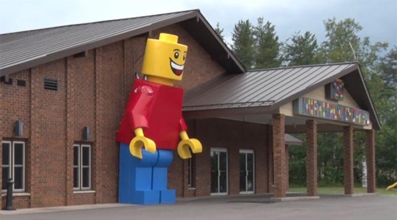LEGO Church Minifigure Featured 800 445 800x445