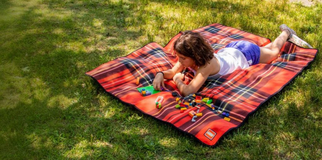LEGO Free Blanket 1024x509
