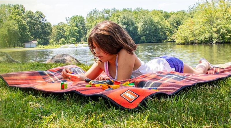 LEGO Free Blanket Featured 800 445