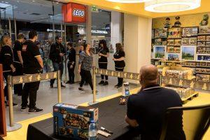 LEGO Ideas Friends Signing 2 300x200