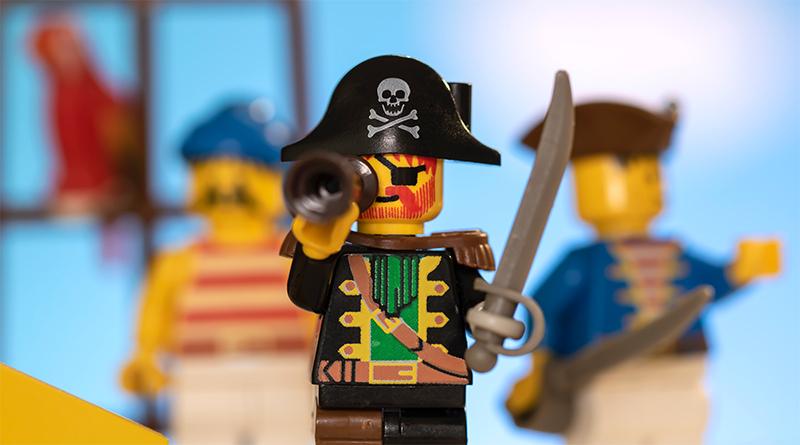 LEGO Pirates 30 Featured 800 445