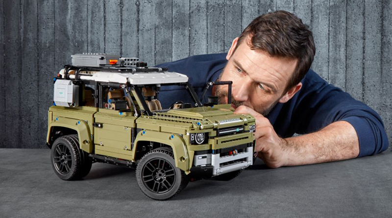 LEGO Technic 42110 Land Rover Defender Featured 800 445