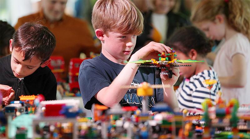 LEGO Rewheel Your City featured 800 445