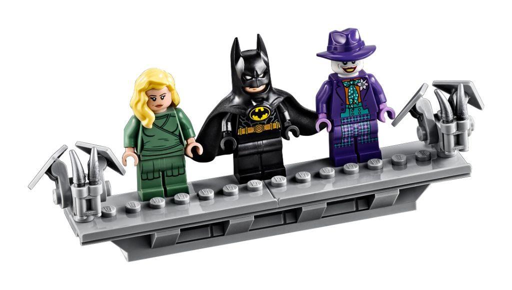 LEGO Batman 76139 1989 Batmobile 10