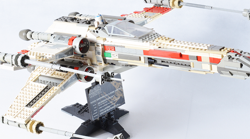LEGO Star Wars 7191 X Wing Fighter Featured 800 445