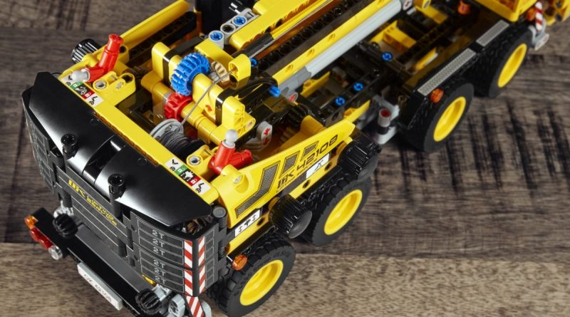 LEGO Technic 42108 Mobile Crane 8 800x445