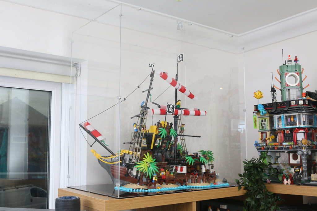 21322 Pirates Of Barracuda Bay LEGO Display Case Review 10
