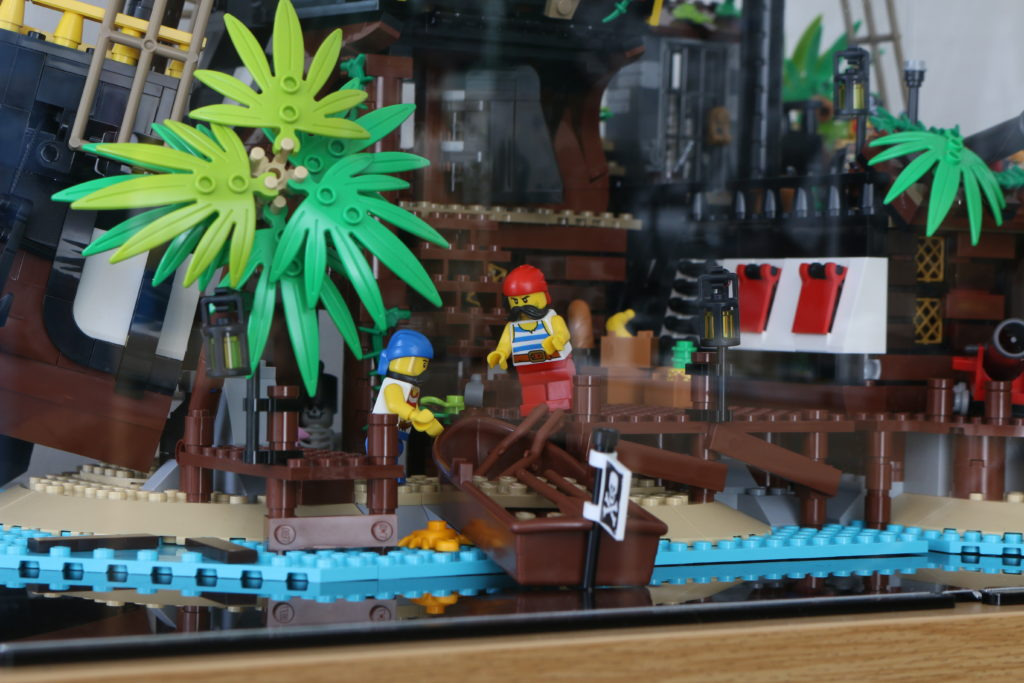 21322 Pirates Of Barracuda Bay LEGO Display Case Review 13