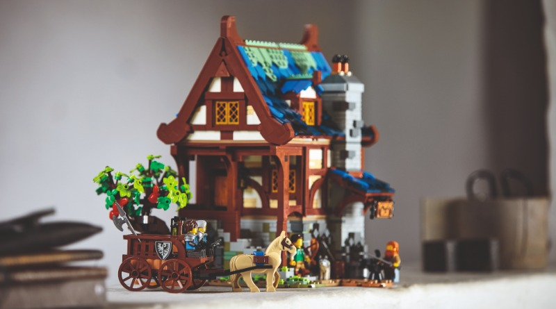 21325 Medieval Blacksmith Featured 2