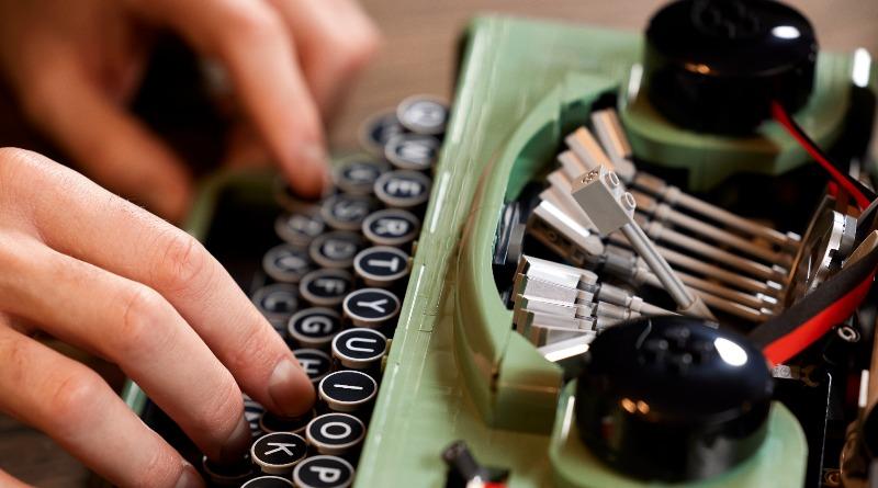 21327 Typewriter