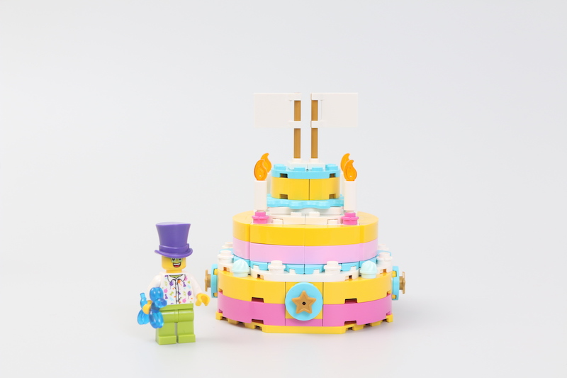 40382 Birthday Set And 40385 Trophy Review 7
