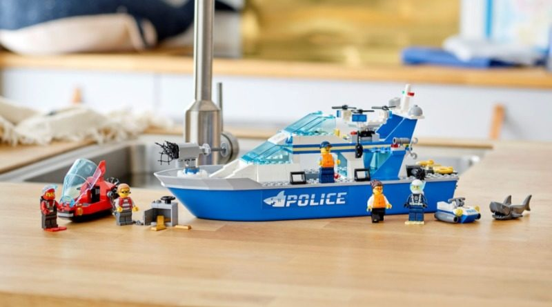 60277 Police boat feature